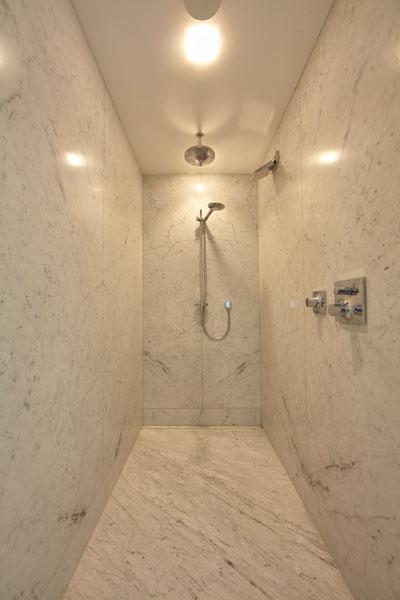 Inloopdouche, badkamer, marmer, Laufen, marmeren villa, Rob Zeelen Interior