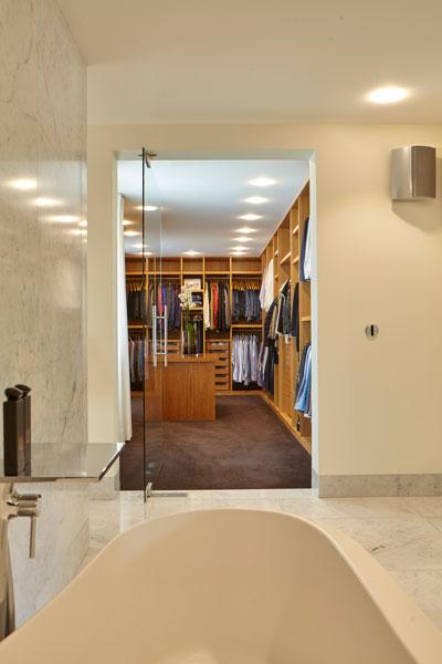 Badkamer, marmer, inloopkast, eiken hout, marmeren villa, Rob Zeelen Interior