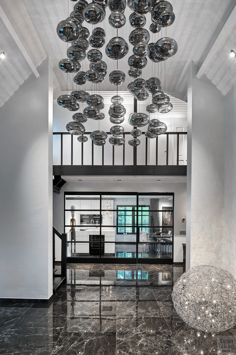 hal met verlichting als kunst werk maretti lighting