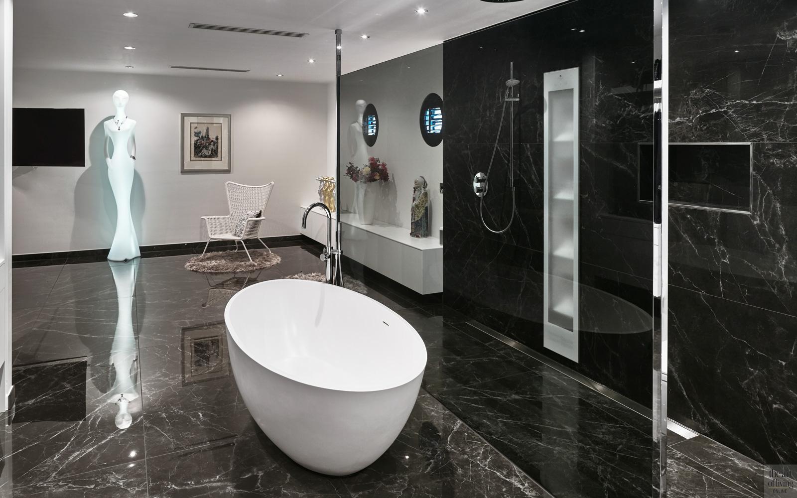 Badkamer, vrijstaand bad, inloopdouche, corian