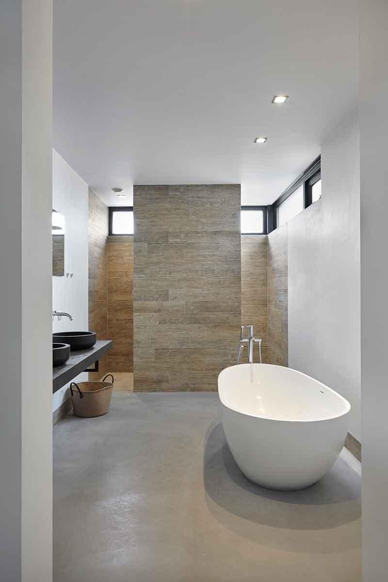 Badkamer, vrijstaand bad, glasstrook melkglas, Landelijk, modern, Architectenbureau Koppens