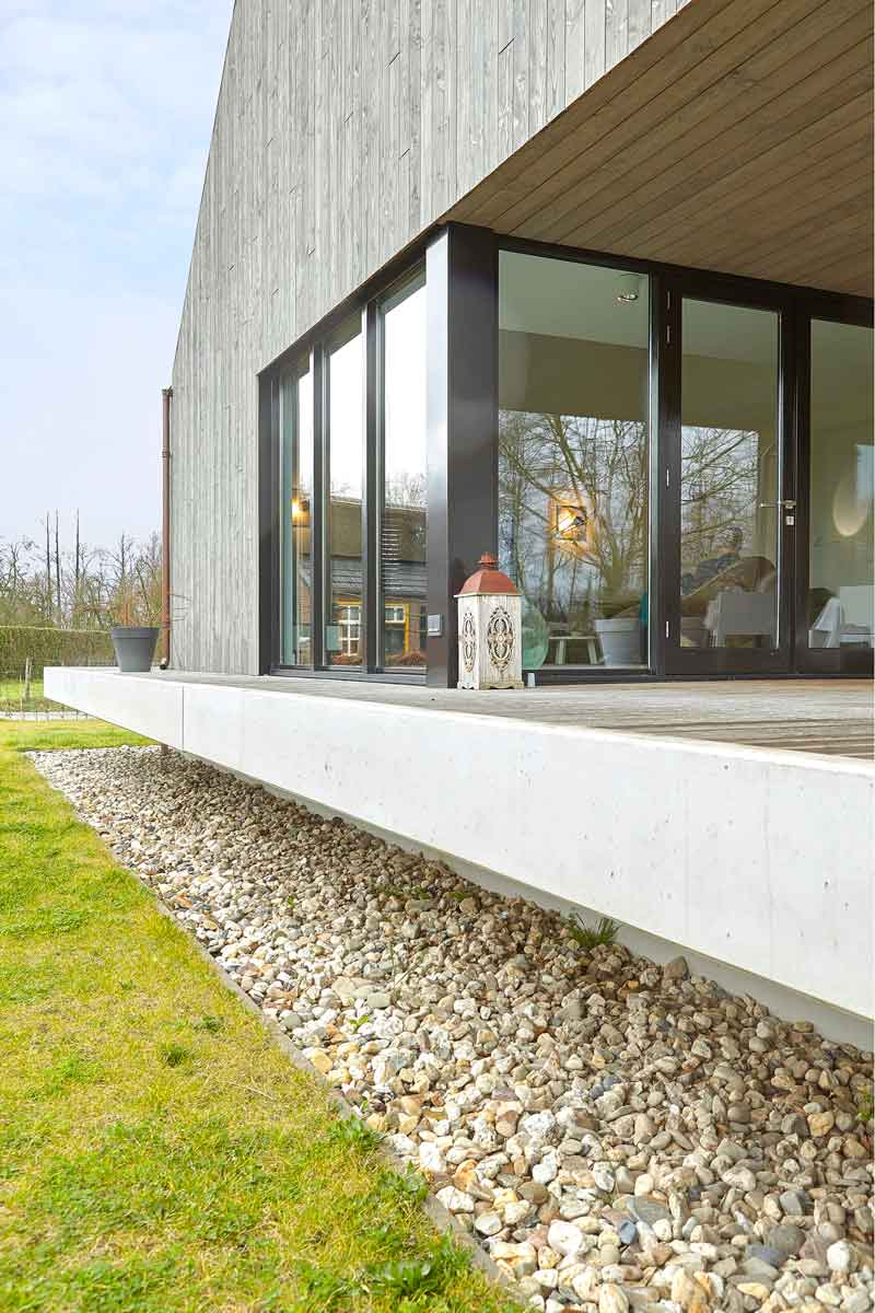 Buitenkant woning, rieten kap, zwevende villa, Landelijk, modern, Architectenbureau Koppens