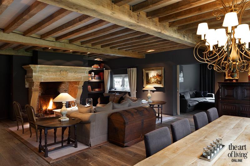 Woonkamer, openhaard, houten balken, historische bouwmaterialen, houten vloer