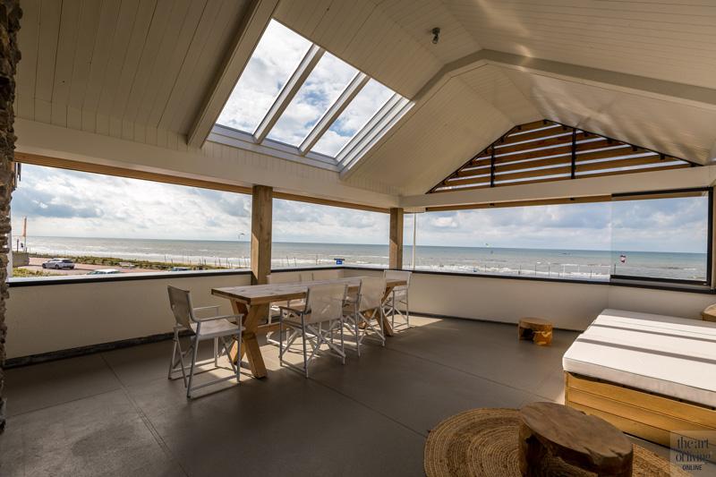 Transparant balkon, zicht op zee, Dokter Interieurbouw tuinmeubelen