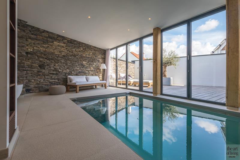 Zwembad van Waterstijl met zicht op het terras