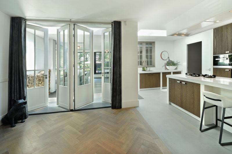 Woonkamer, open verbinding, ruimtelijk, licht, houten vloer, metamorfose, Boxxis Architecten
