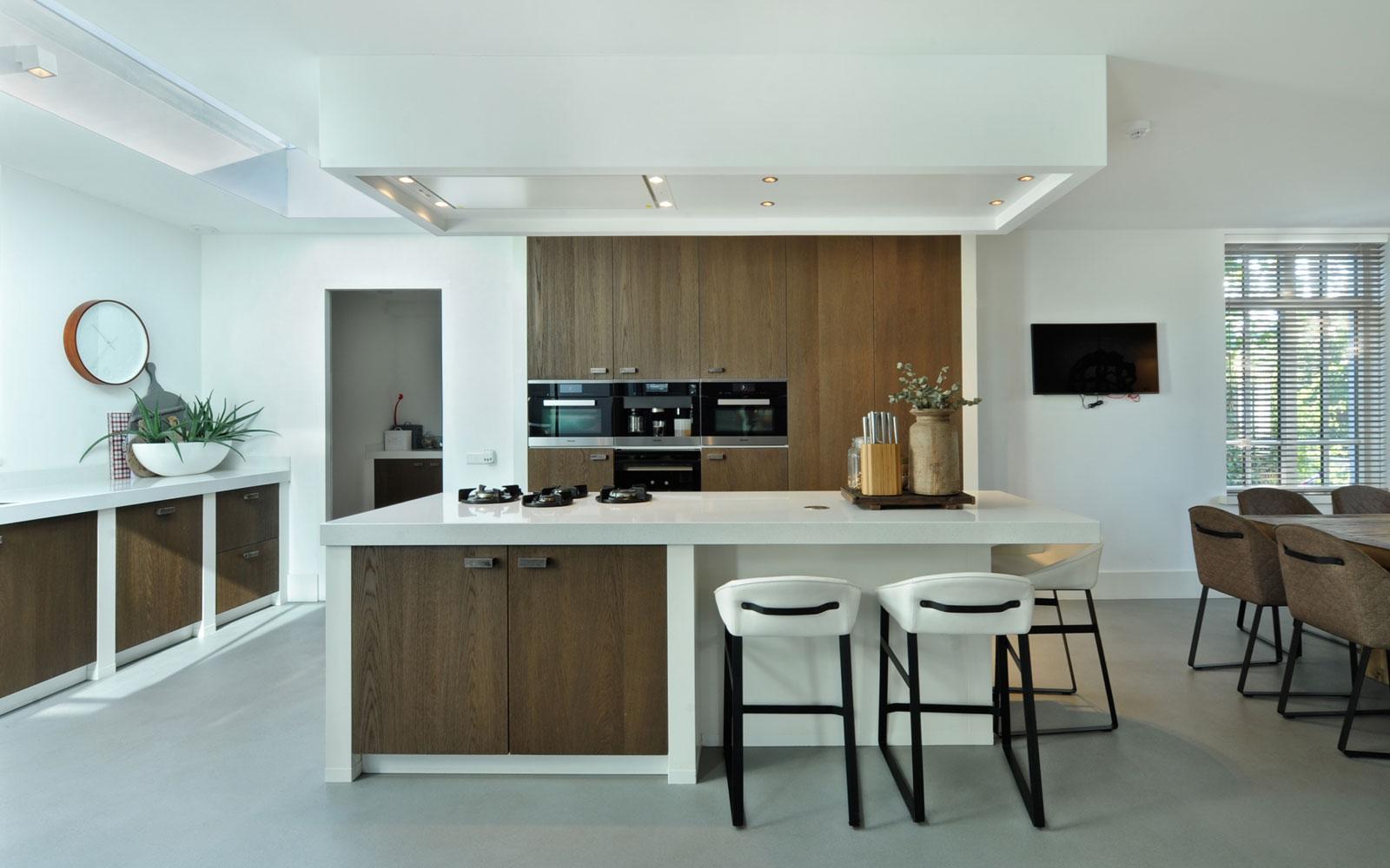 Keuken, wit, hout, ruimtelijk, licht, metamorfose, Boxxis Architecten