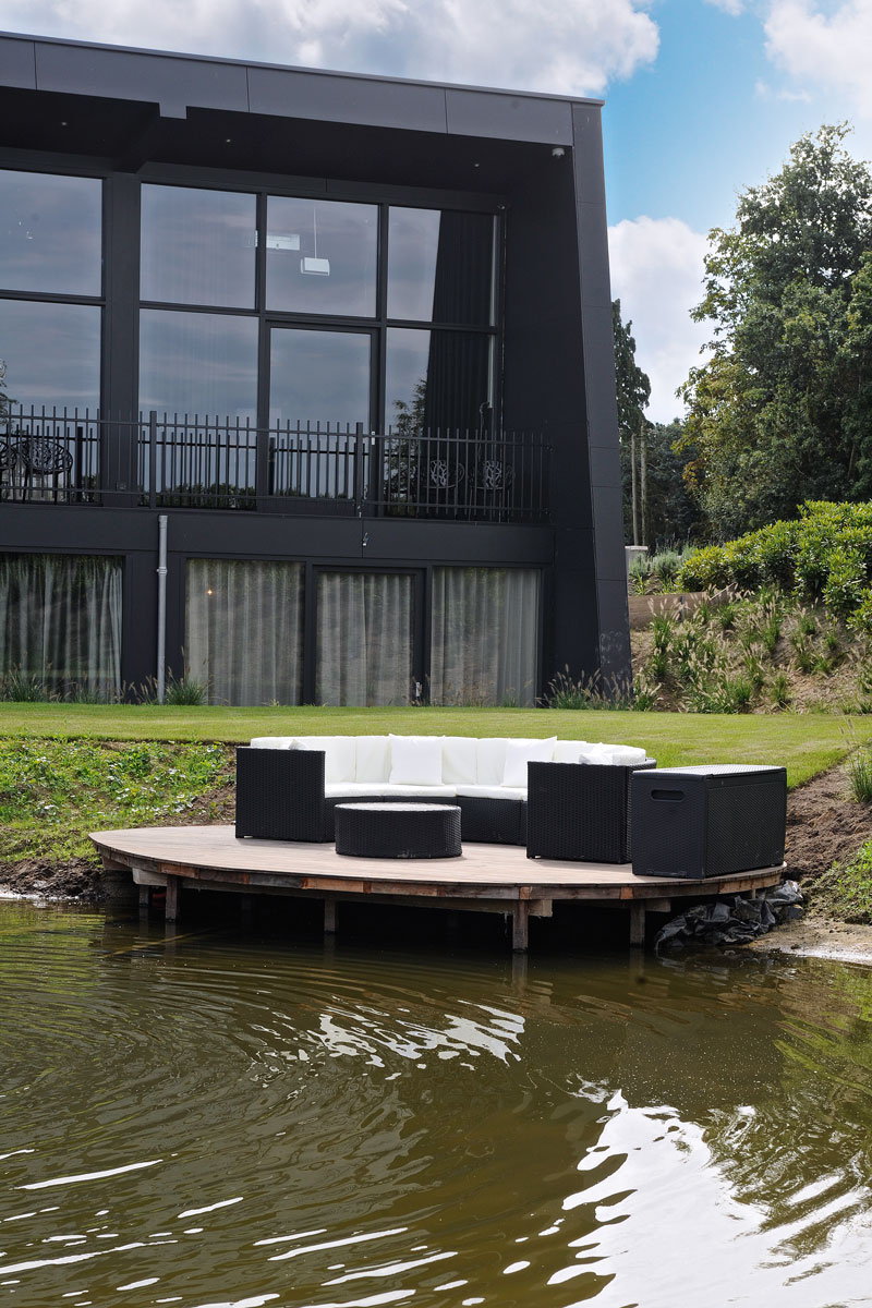 Water, vijver, ZoGroen, tuinmeubelen, loungeset, La Marquise, Hertroijs Architekten