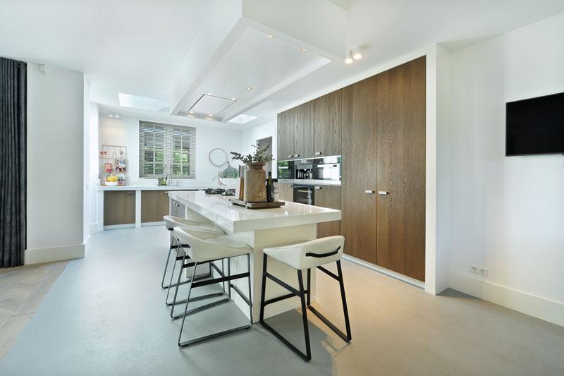 Keuken, Van Ginkel Keukens, wit, hout, ruimtelijk, metamorfose, Boxxis Architecten
