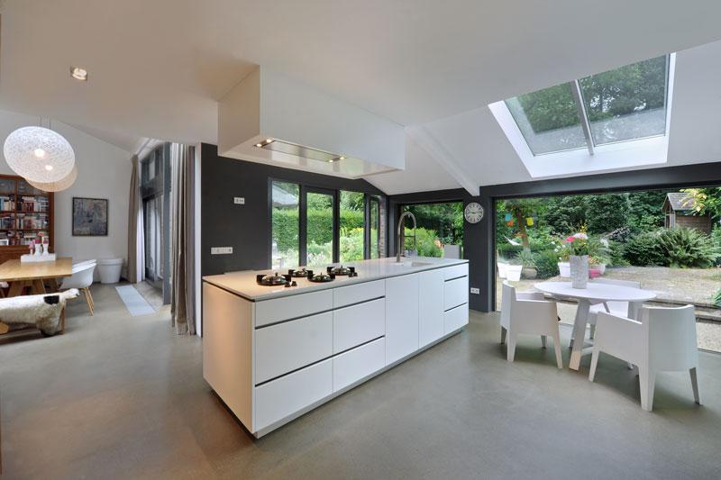 Maatwerk keuken, Marcel Zwaard, kookeiland, pitt cooking, ruimtelijk, jaren 70 woning, De Bever Architecten