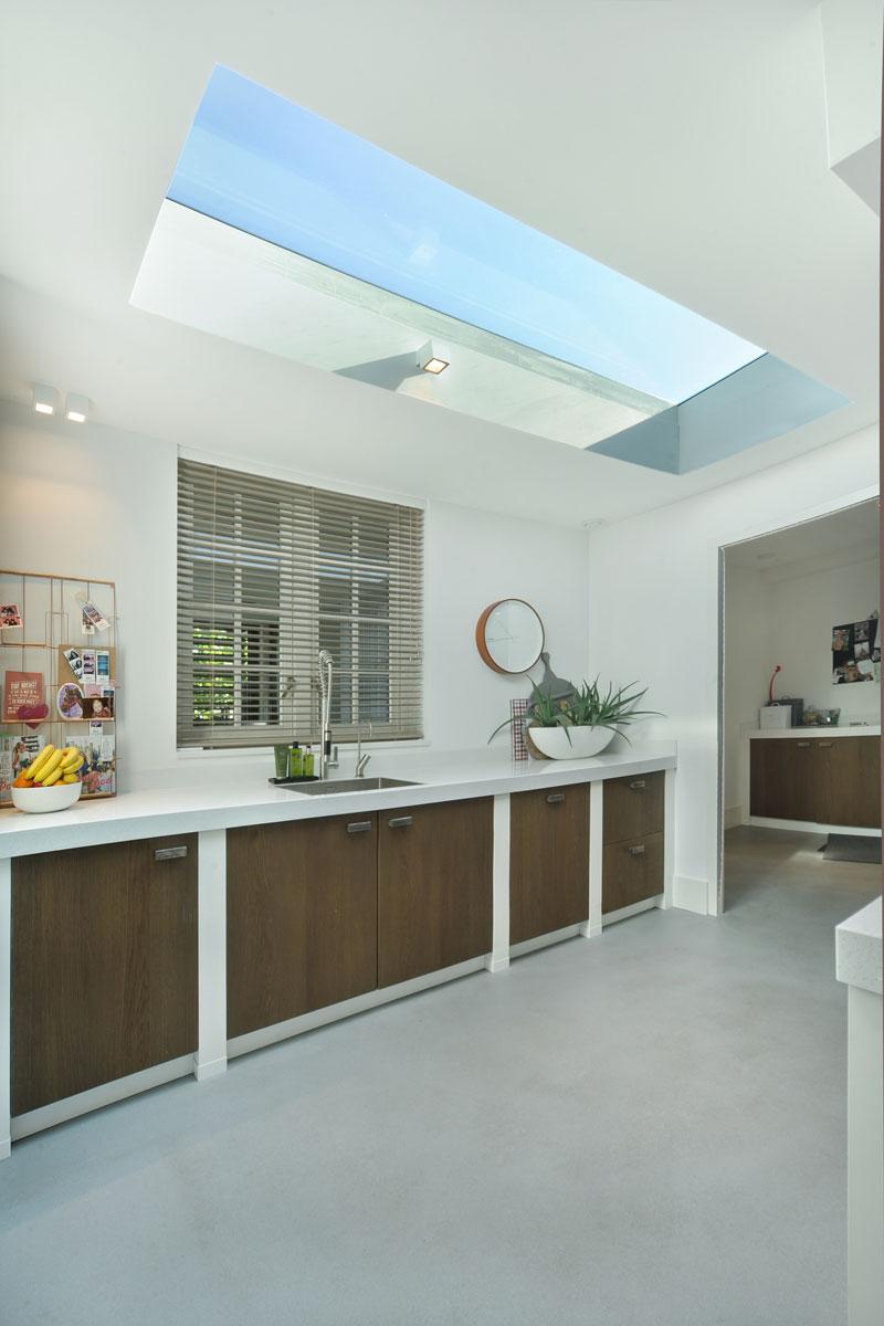 Ruime keuken, lichtkoepel, lichtinval, hout, wit, metamorfose, Boxxis Architecten