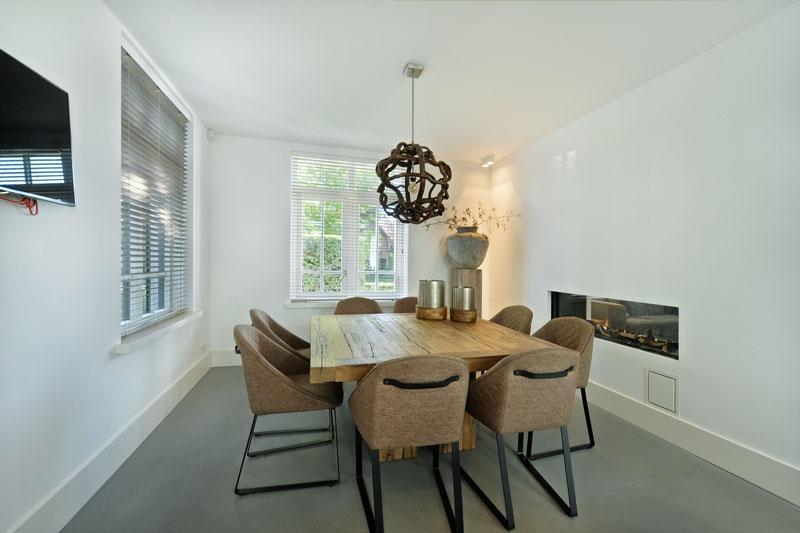 Eettafel, vierkante tafel, haard, doorkijkhaard, Kusk, metamorfose, Boxxis Architecten