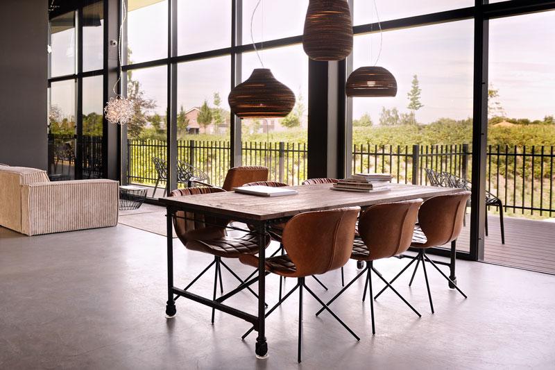 Gevlinderd beton, industriele look, haard, Object Design, kunstwerken, La Marquise, Hertroijs Architekten
