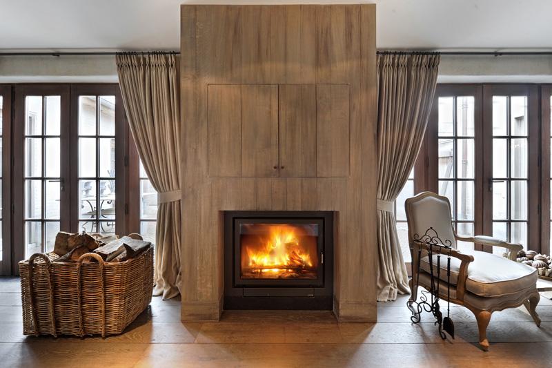 Open haard, sfeer, warmte, houten vloer, woonkamer, comfortabele meubelen, woonhuis als showroom, Dauby
