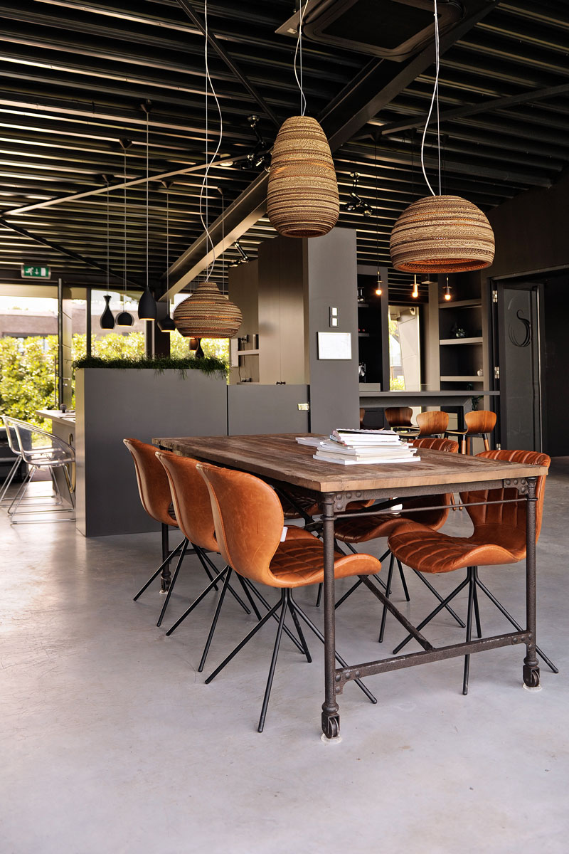 Industrieel, houten tafel, betonvloer, La Marquise, Hertroijs Architekten