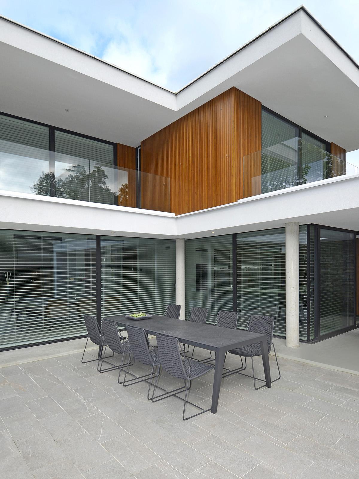 Borek Dekton Boomerang table, Frans van Rens, Outdoor living, Tuinmeubelen, Terras, Exclusieve tuinstoelen