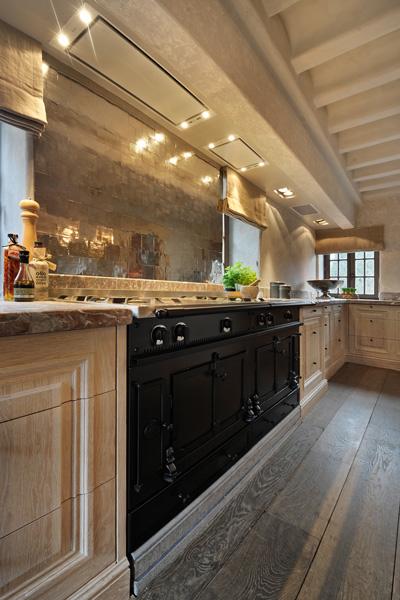 Keuken, Rond, authentieke uitstraling, roze marmer, carrara, handwerk, woonhuis als showroom, Dauby
