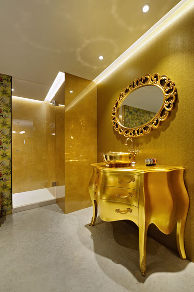 Badkamer, goud, douche, wastafel, gouden kraan , La Marquise, Hertroijs Architekten