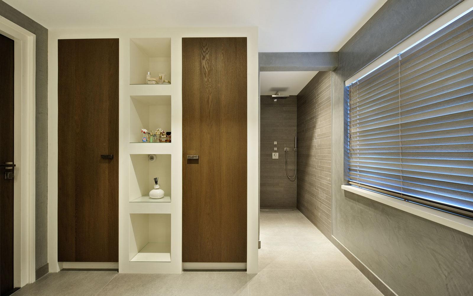 Badkamer, kasten, hout, wit, groot raam, metamorfose, Boxxis Architecten