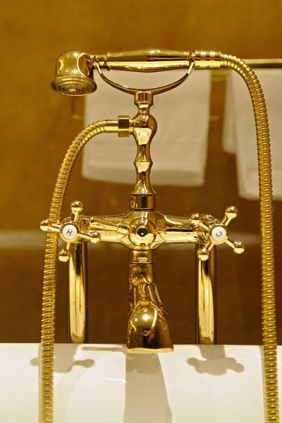 Badkamer, goud, gouden kraan, La Marquise, Hertroijs Architekten