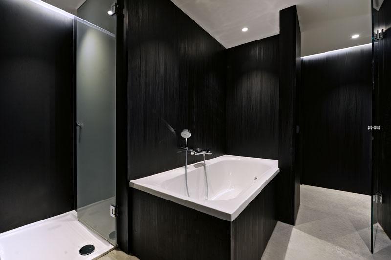 Badkamer, slaapkamer, badkuip, donkere kleuren, zwart La Marquise, Hertroijs Architekten