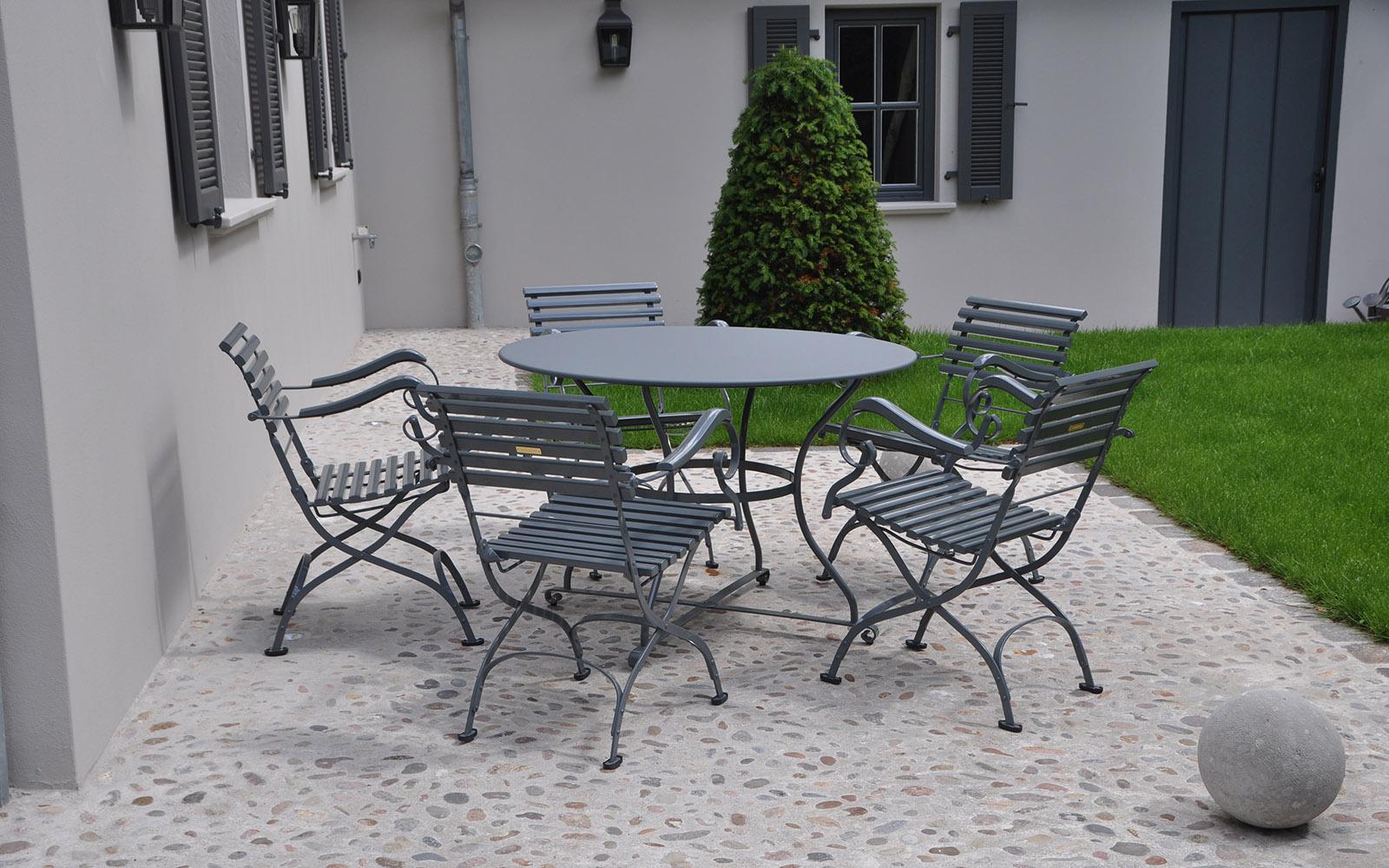 Koningdamen, stijlvolle tuinmeubelen, outdoor furniture, klassieke tuin meubelen