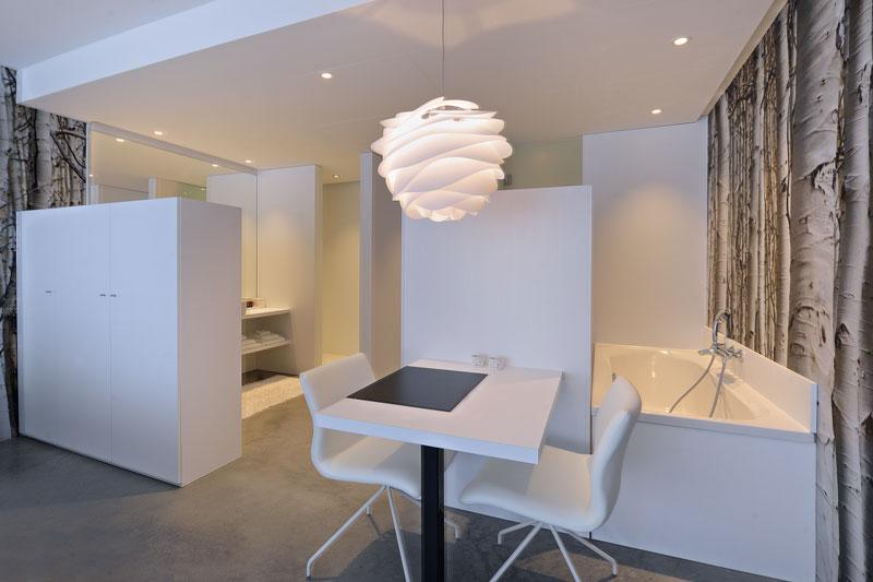 Badkamer, slaapkamer, open verbinding, wit, rustig, La Marquise, Hertroijs Architekten