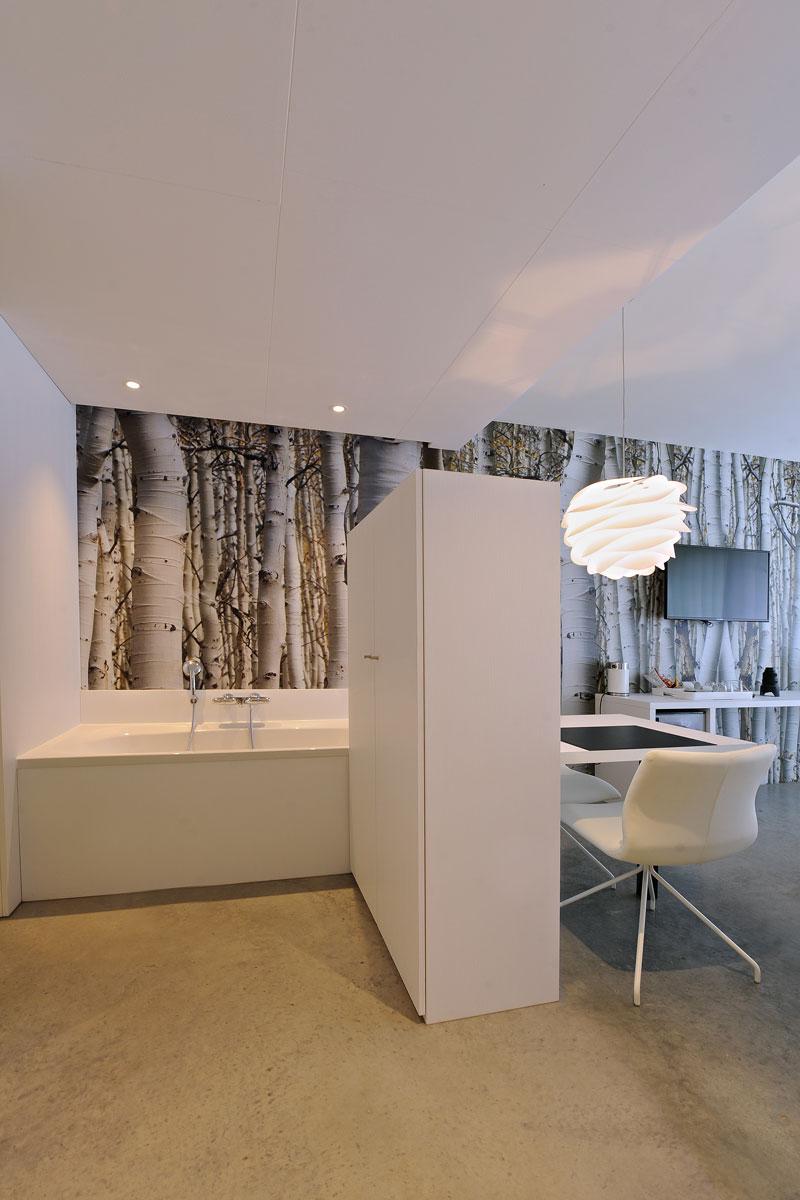 Badkamer, slaapkamer, open verbinding, wit, behang, La Marquise, Hertroijs Architekten