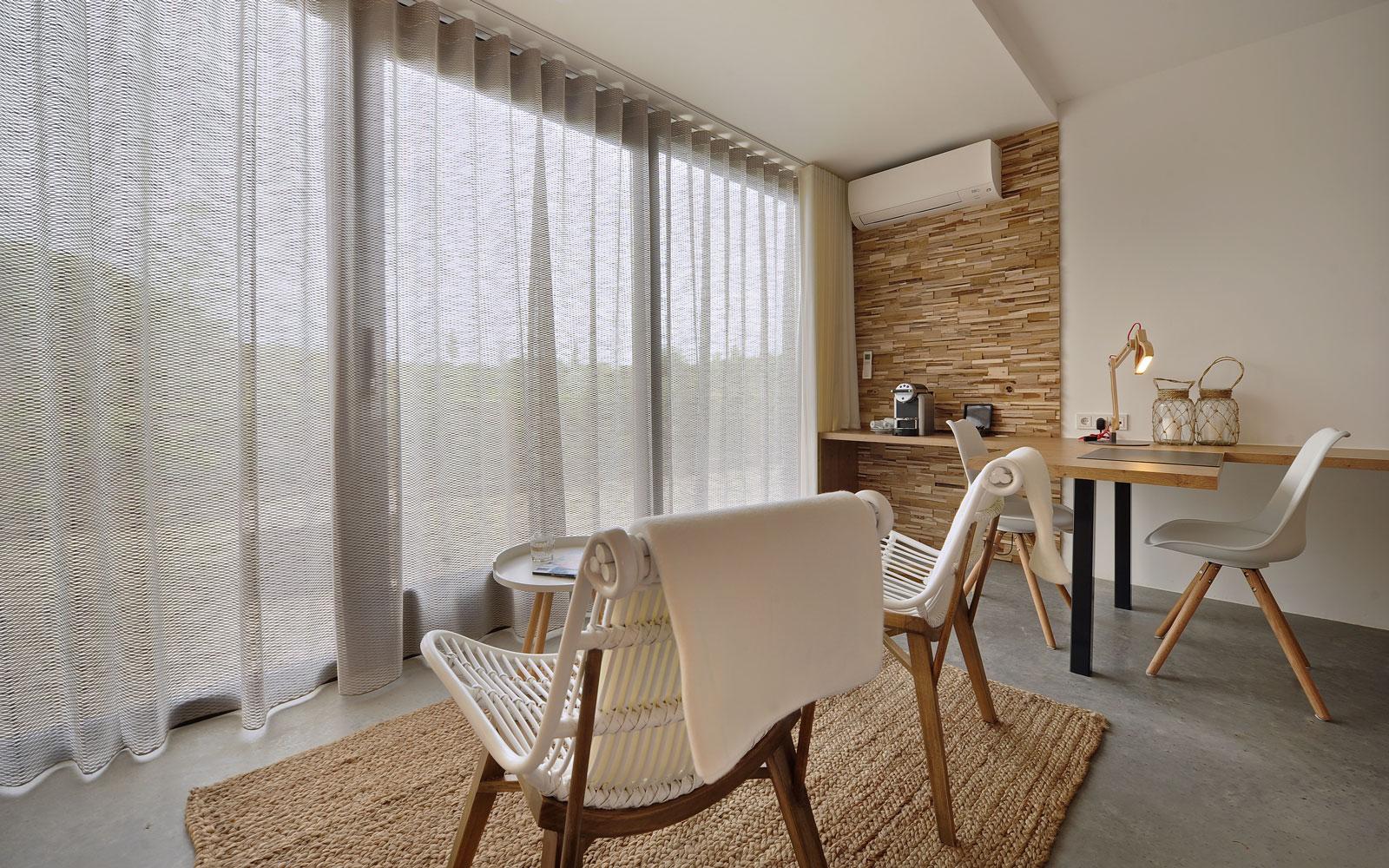 Ontspannen, kamer, hotel, grote ramen, La Marquise, Hertroijs Architekten