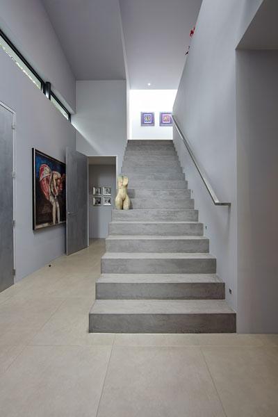 Hal, trap, steen, kunstwerken, moderne villa, Boley