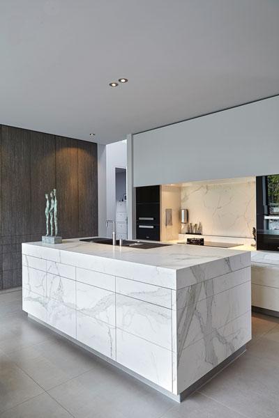 Keuken, ruim, maatwerk, Culimaat, marmer, wit, kookeiland, moderne villa, Boley