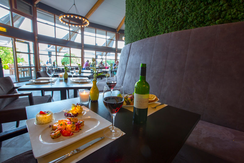 Brasserie, eten en drinken, groene wand, mos, natuurlijke materialen, golfbaan, De Hooge Rotterdamsche, Versteegh Design