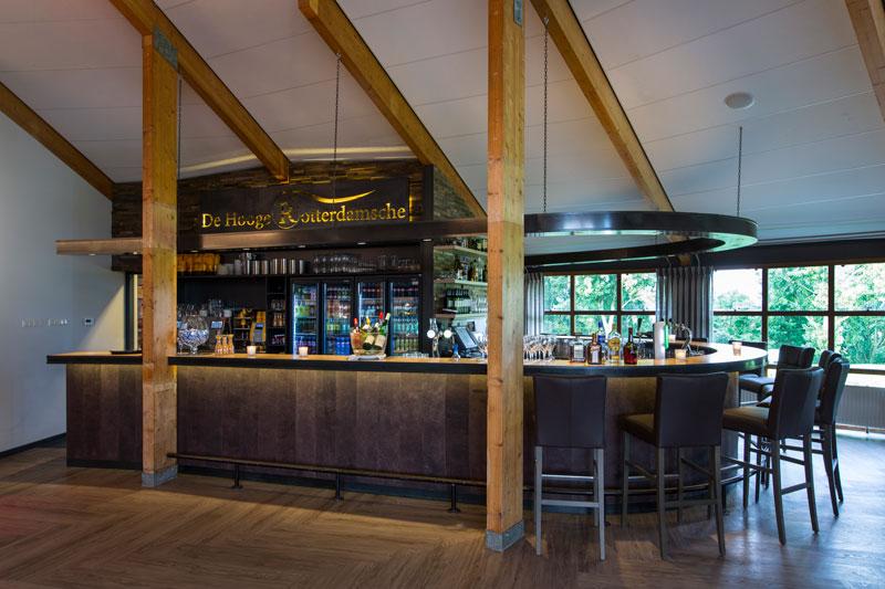 Bar, brasserie, natuurlijke materialen, hout, pvc vloer, golfbaan, De Hooge Rotterdamsche, Versteegh Design