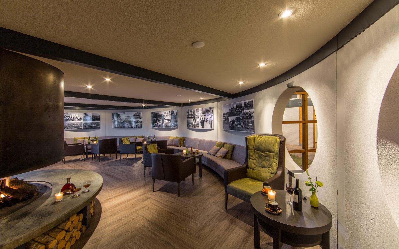 Brasserie, ronde vorm, vloer, visgraat, ronde bank, golfbaan, De Hooge Rotterdamsche, Versteegh Design