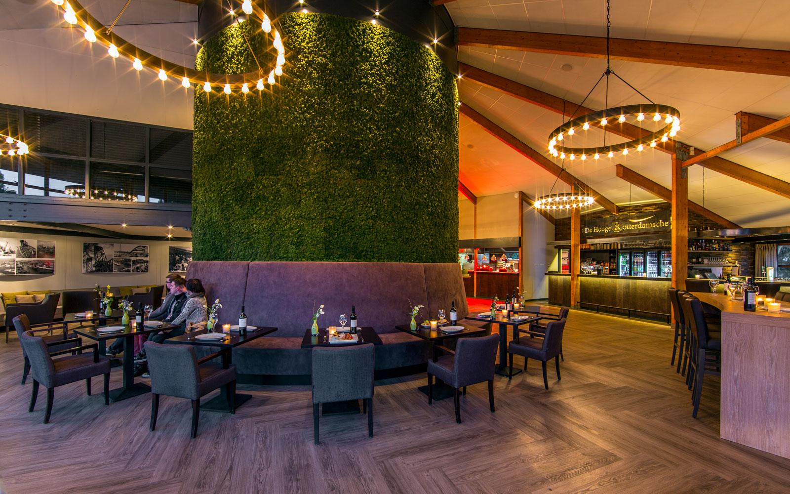 Brasserie, pvc vloer, geprepareerd mos, akoestiek, natuurlijke materialen, golfbaan, De Hooge Rotterdamsche, Versteegh Design