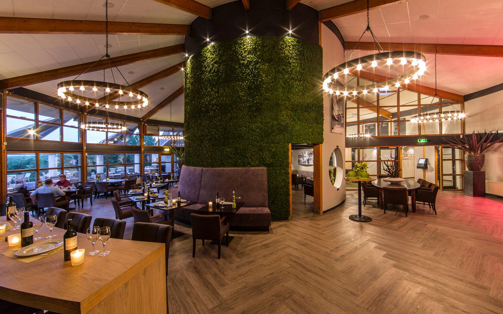 Eco-chique, natuurlijke materialen, geprepareerd mos, muurdecoratie, brasserie, golfbaan De Hooge Rotterdamsche, Versteegh Design