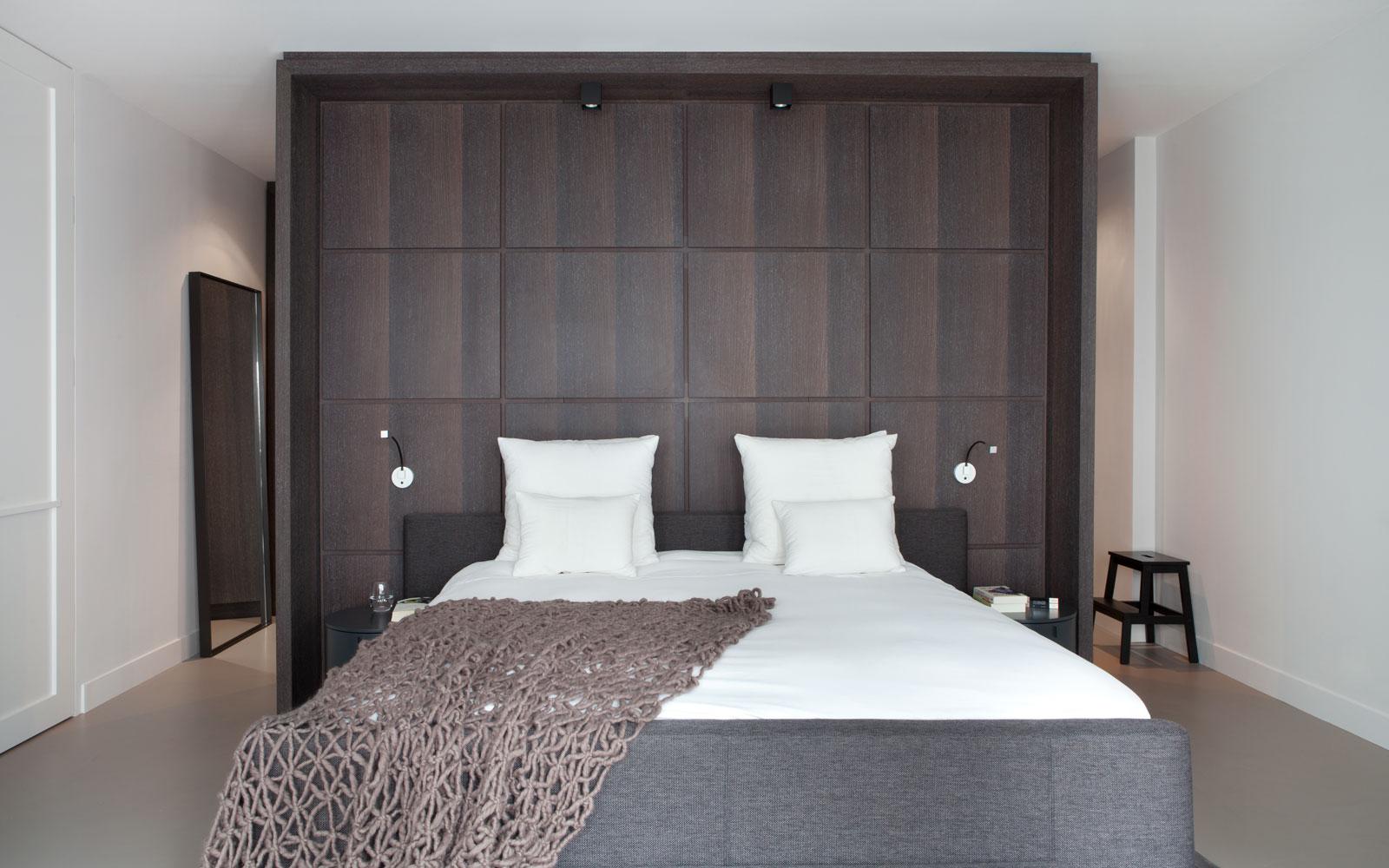 Slaapkamer, master bedroom, maatwerk kasten, wengé, penthouse Amsterdam, Remy Meijers