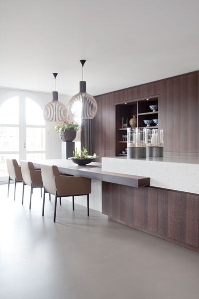 Woonkamer, keuken, open verbinding, gietvloer, Senso, verlichting, Modular, Delta Light, Penthouse, Amsterdam, Remy Meijers