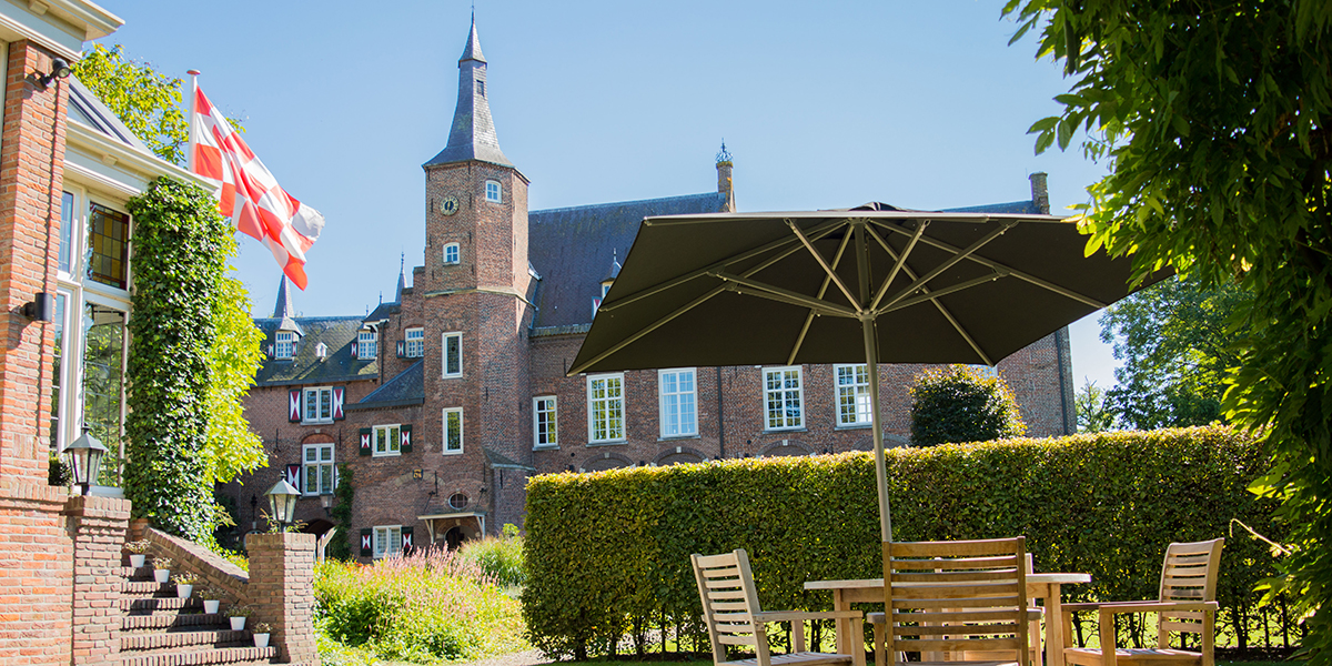 Solero Patio horecaparasol 3x3 meter bij Kasteel Maurick in Vught