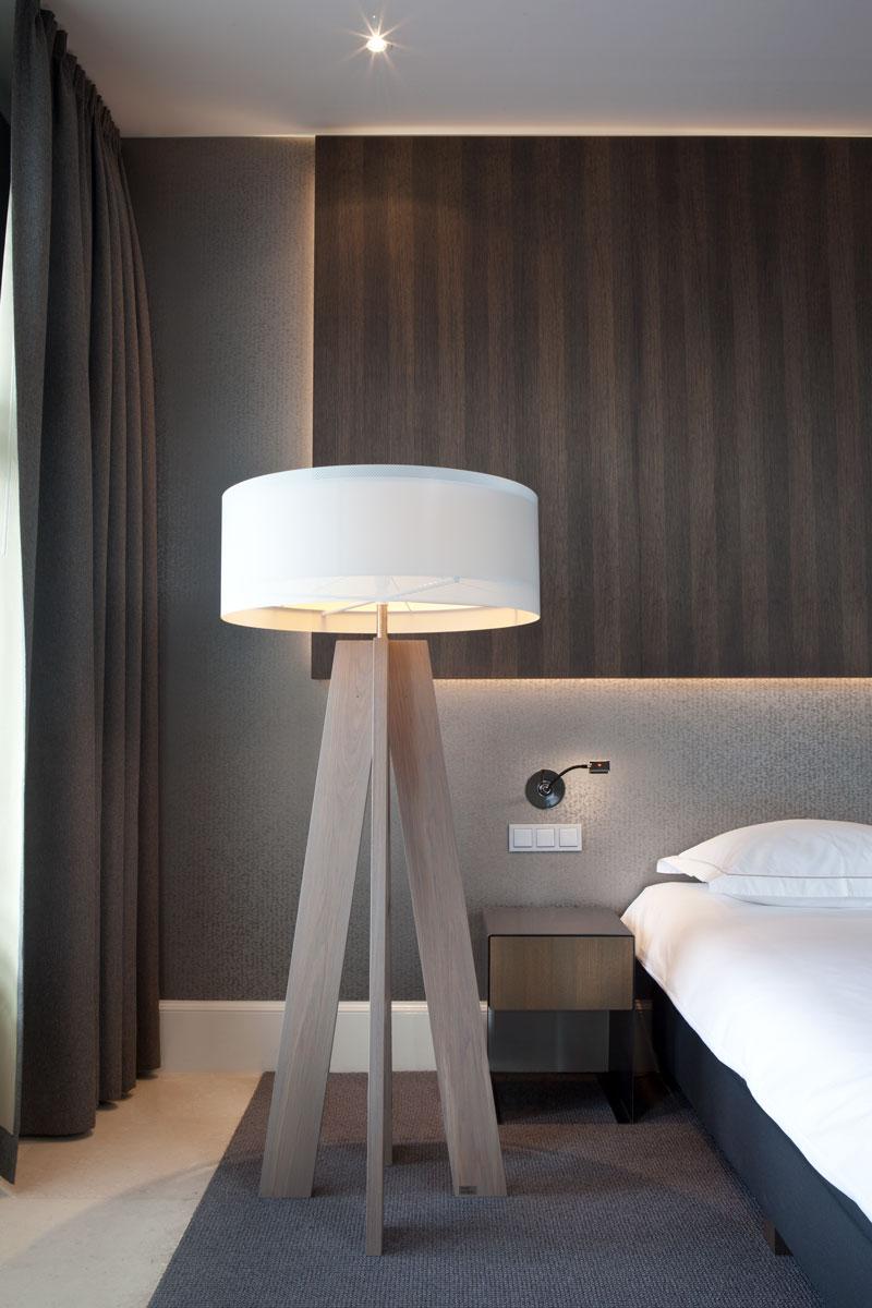 Staande lamp, design, slaapkamer, hotelkamer, The Dylan Hotel Amsterdam | Remy Meijers