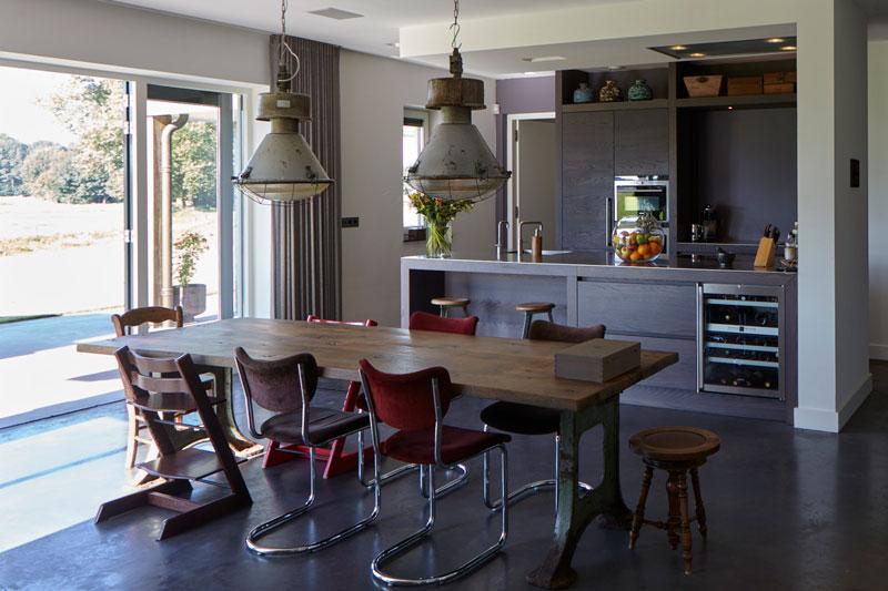 Keuken door Tweede Kamer Interiors, Siemens, Gaggenau en Gutman, houten tafel, betonvloer, Landelijk, industrieel, Wolfs Architecten