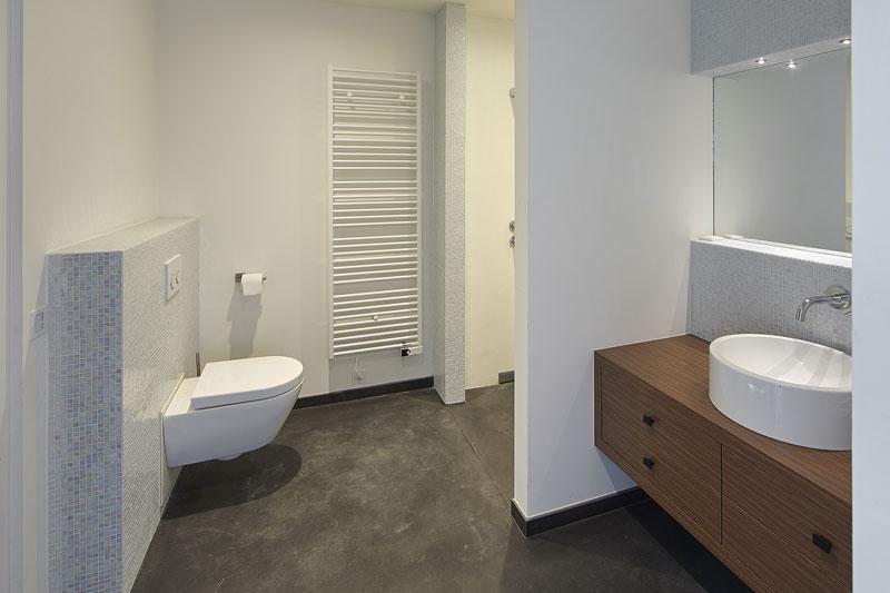 Badkamer, wastafel, wit en hout, toilet, droomvilla, Marco Daverveld