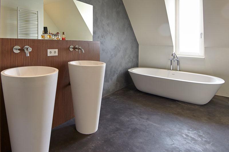 Badkamer, sanitair, wastafel, lavabo, bad, kraan, beton, droomvilla, Marco Daverveld