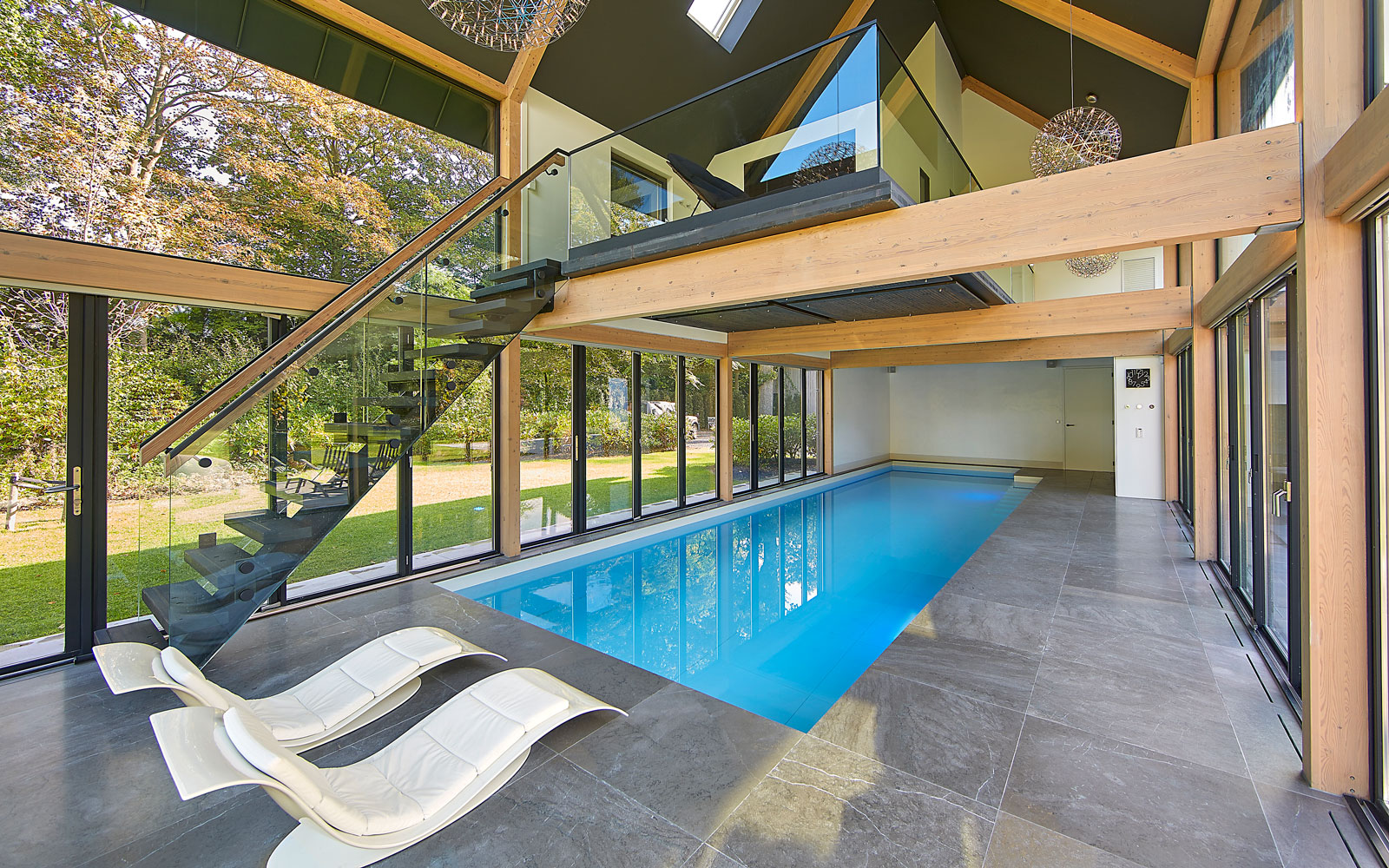 Zwembad, Waterstijl, verwarmd, wellness, relaxruimte, vide, symmetrische villa, PBV Architects, Contrasten