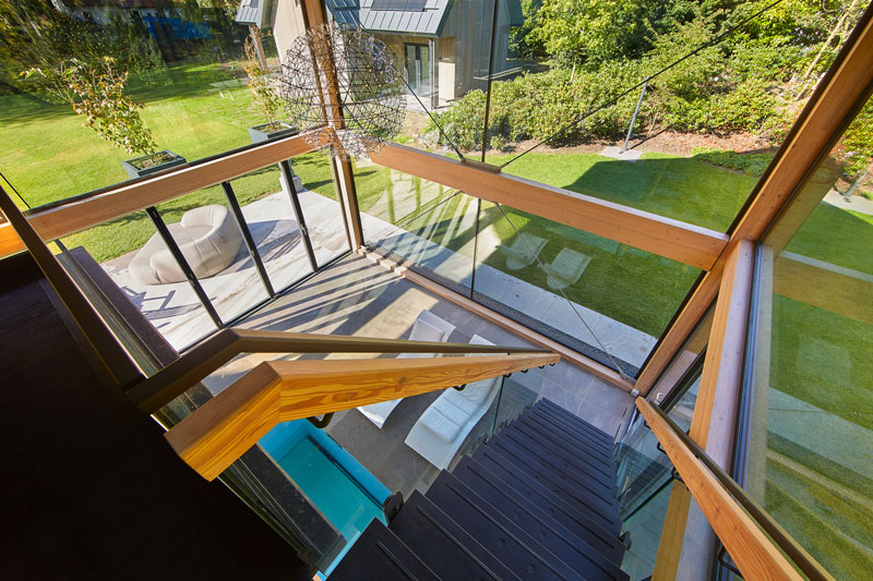 Wellnessruimte, vide, grote ramen, Metaglas, uitzicht op de tuin, symmetrische villa, PBV Architects