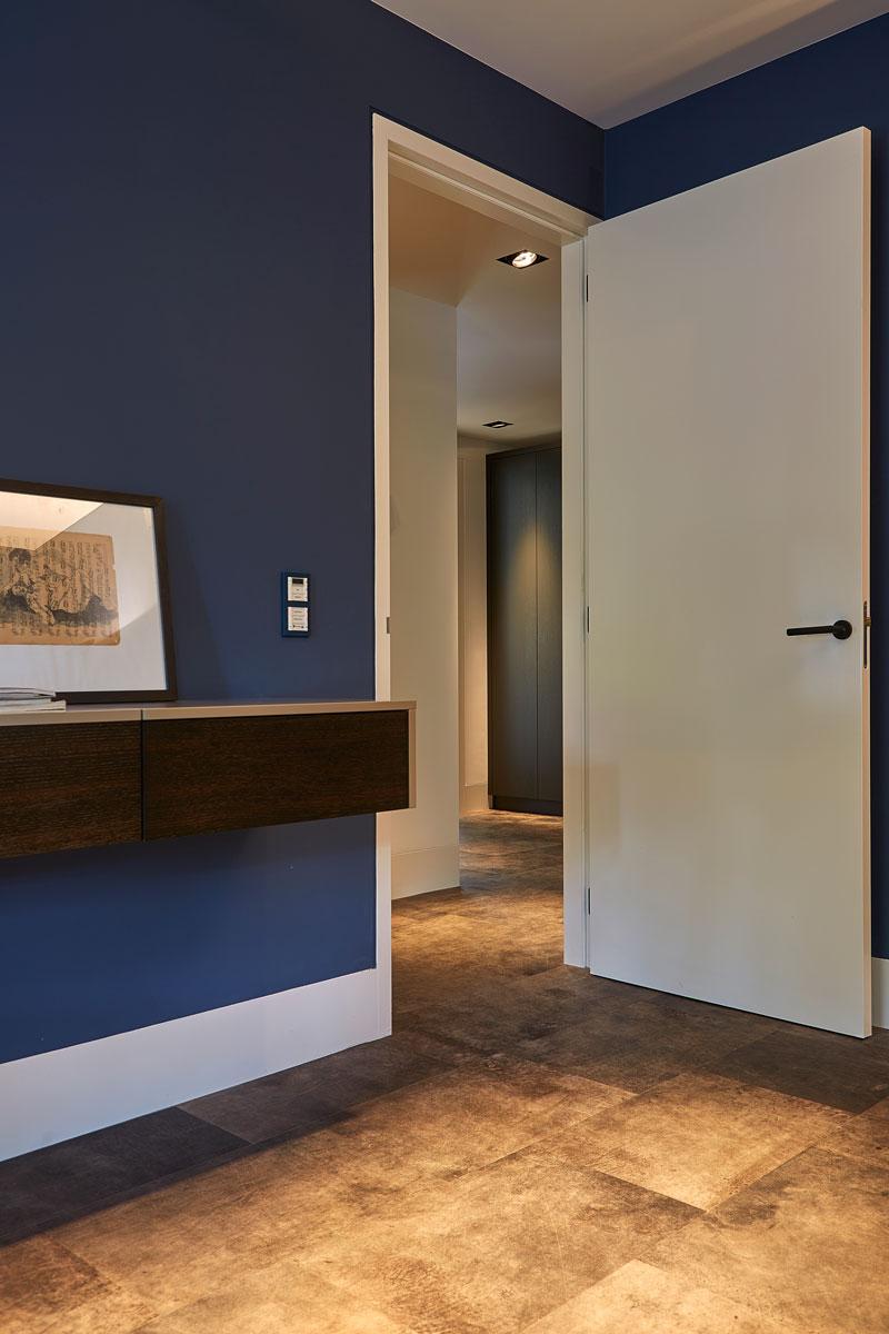 Bovenverdieping, slaapkamer, vloer, leer, Aphenberg, symmetrische villa, PBV Architects