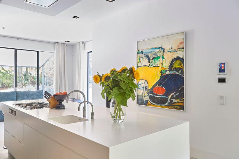 Keuken, maatwerk, Kuivenhoven Keukenfabriek, kookeiland, Corian, kunst, symmetrische villa, PVB Architects