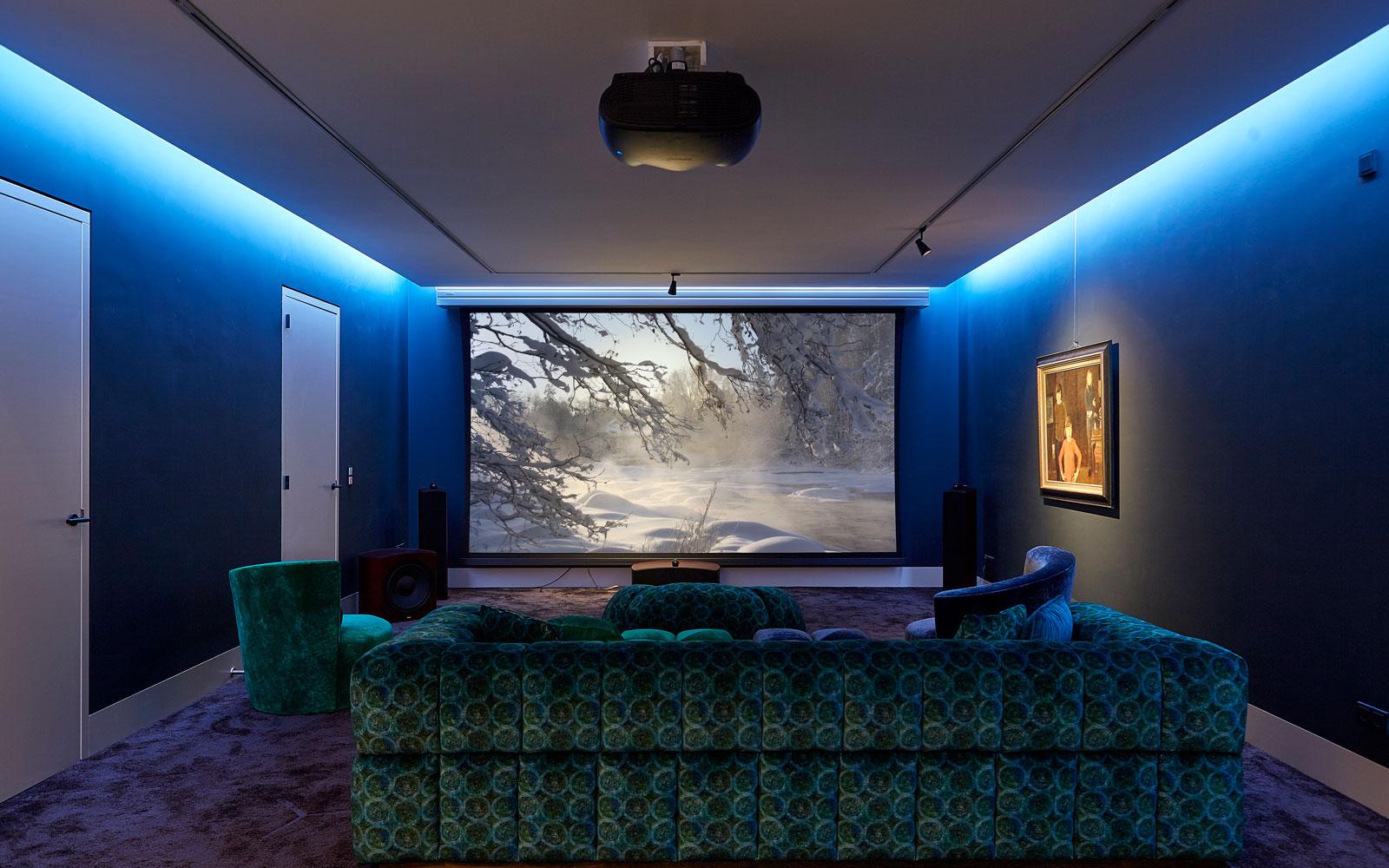 Kelder, thuisbioscoop, ultieme beleving, luxe, symmetrische villa, PBV Architects