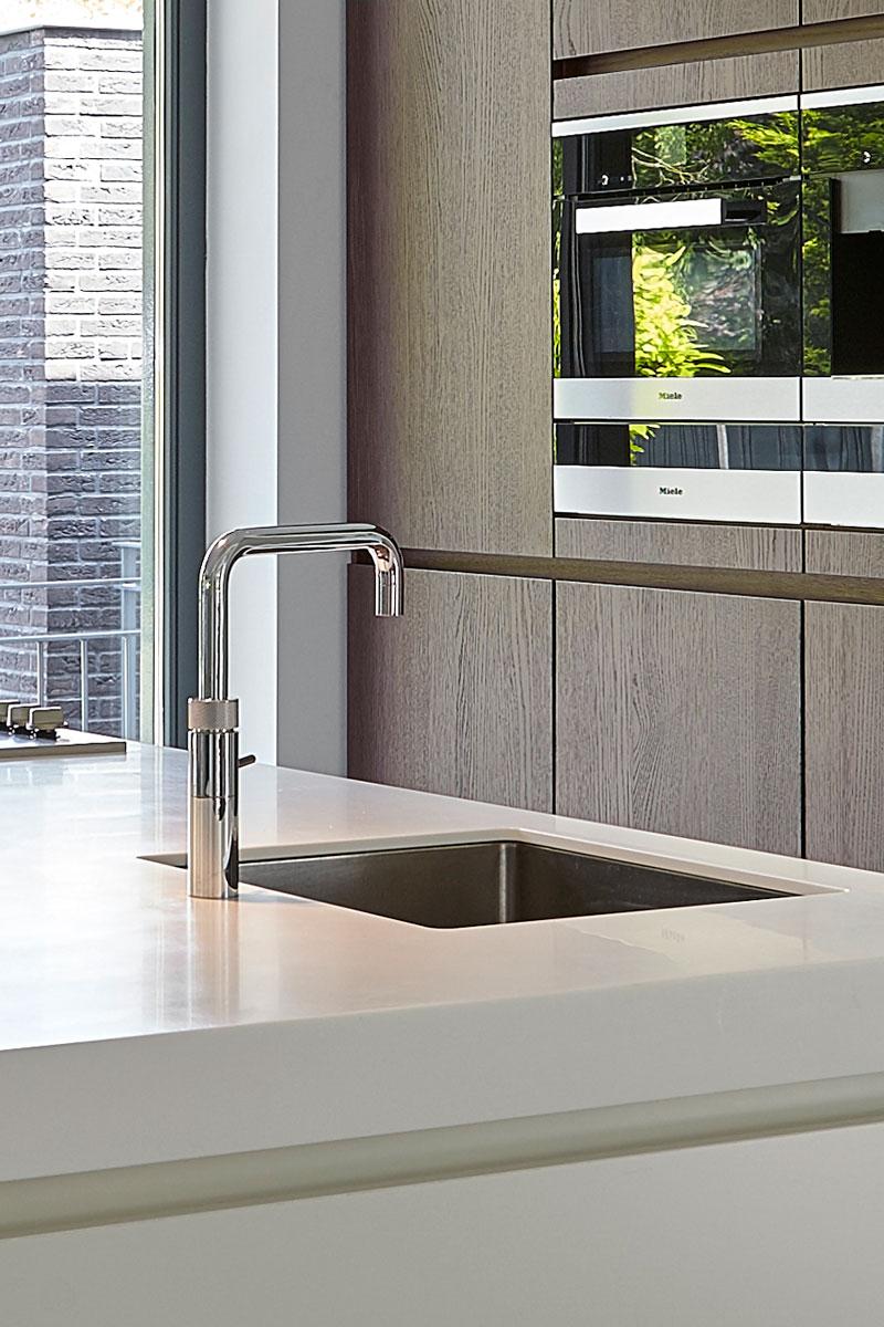 Wit kookeiland, keuken, Quooker, heetwaterkraan, inspirerende villa, Wolfs Architecten