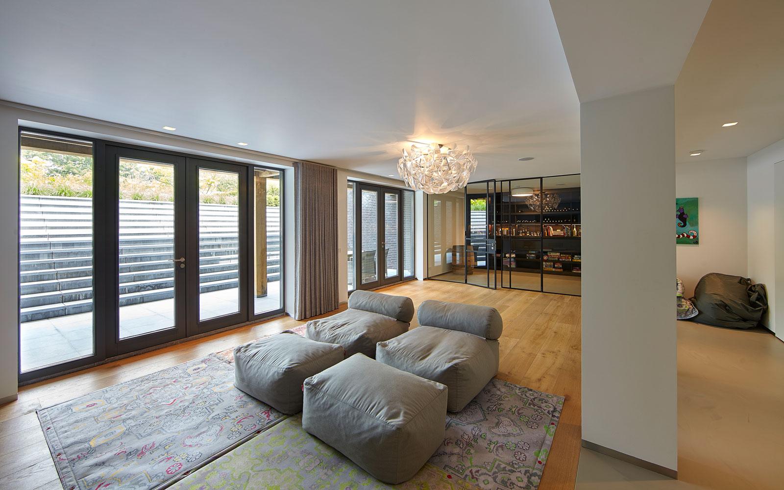Kelder, leefruimte, thuisbioscoop, wijnkelder, JVN Domotica, inspirerende villa, Wolfs Architecten